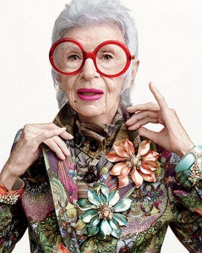 Il mondo incantato di Iris Apfel, la signora dallo stile unico einimitabile