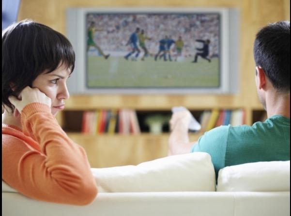 Sesso o partita di calcio? Questo l'eterno dilemma che assilla gli italiani, e non solo, fissati per questosport